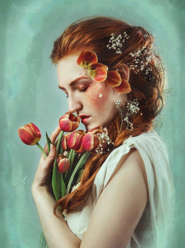 Selbstporträt Frau mit Blüten und Blumen. Frühlings Foto Inspirationen